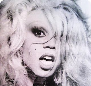 And someone told me that Drag Queens aren't pretty. I love Rupaul.