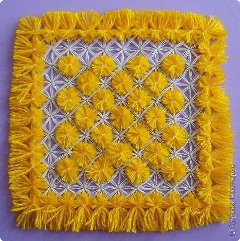 مفرش النول بخيوط الصوف و بدون غراء النول عبارة عن اطار خشبي يحتوى على مسامير موزعة بالتساوي و غالبا ما يكون مقاس بي Fabric Embellishment Weaving Sewing Basics
