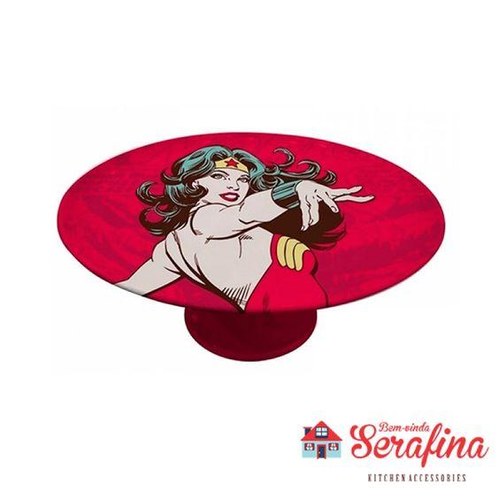 Prato com Pedestal Mulher Maravilha - Bem-vinda Serafina - Utensílios de cozinha