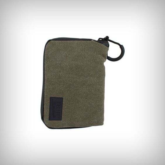 "RYOT™ PackRatz Small in Olive is a wonderful, compact protection solution for daily use. These well padded pouches feature a SmellSafe™ zipper and microscopic carbon application to create a scent resistant enclosure for your favorite glass, vaporizer, or other small valuables.  •Size: Small •Dimension: 3.5"" x 5"""