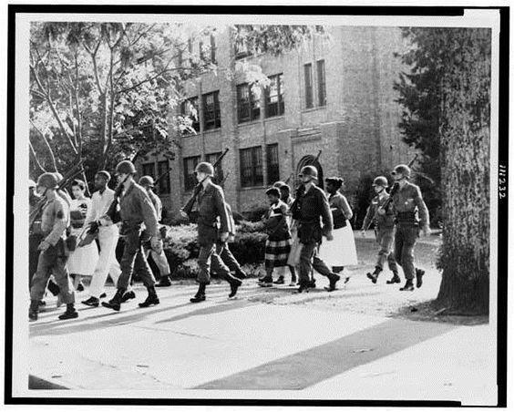 24 septembre 1957 Washington dépêche des troupes pour contrer la ségrégation à Little Rock https://t.co/ml3e28QMu8 https://t.co/Fzb4sx53So