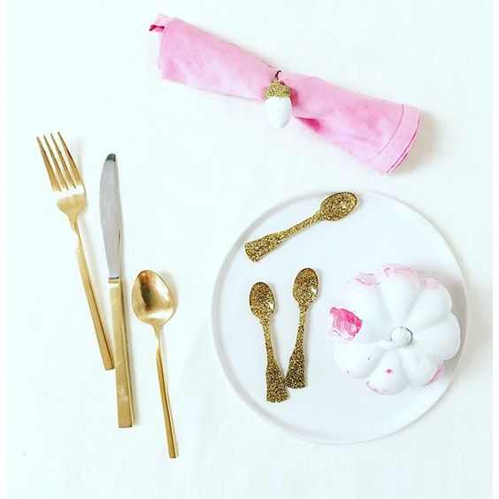 pink & gold table setting
