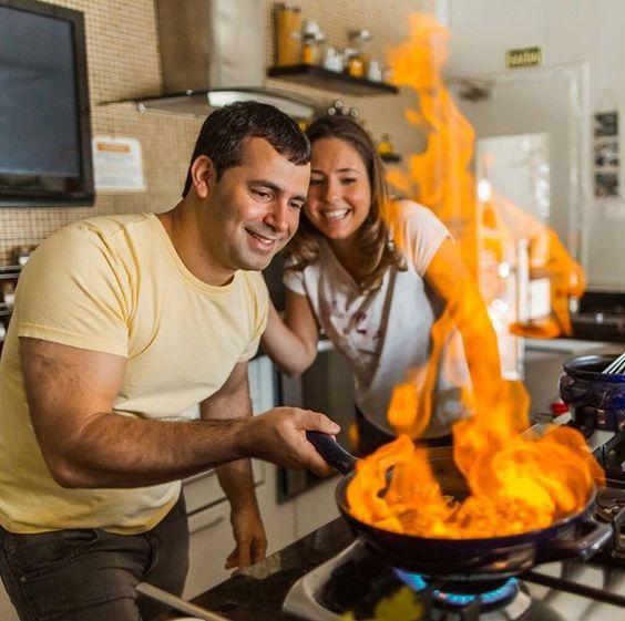 Recebemos hoje Danielo Garramone. Conheça a história do chef e aprenda a fazer uma receita de Pad Thai deliciosa! https://www.montacasa.com.br/blog/chefs-brasileiros-danielo-garramone/ …