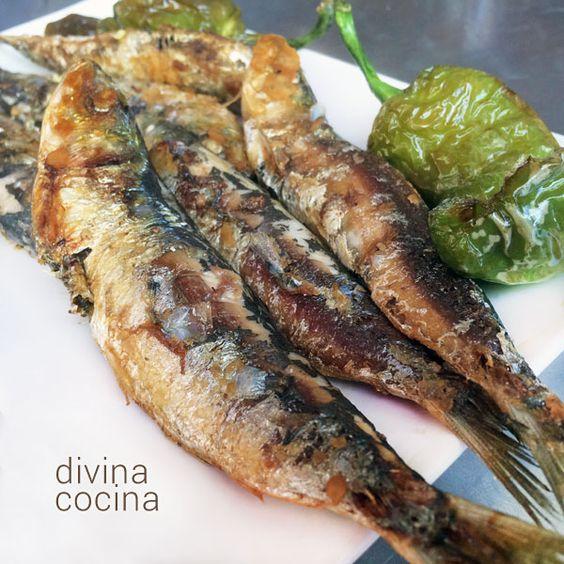 Para preparar sardinas asadas en casa sin humos ni olores hay dos procedimientos, en plancha, parrilla o sartén, y al horno. Aquí puedes ver cómo hacerlas.