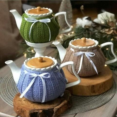 Cool Idea Stylish And Useful افكار جميلة لتزيين ابريق الشاي في فصل الشتاء اضبفي لمسة شتوية بخيوط الصوف على ابريق الشاي Teapot Cover Crochet For Home Tea Pots