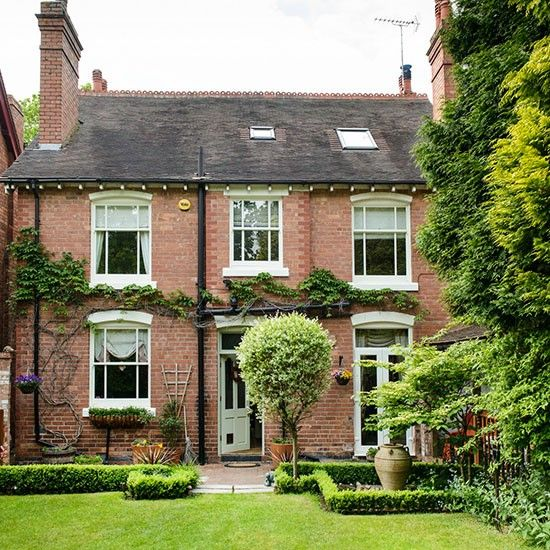 Dream house on the outside, not really for me on the inside. Exterior | Take a tour around a detached Edwardian home in Worcestershire | House tour | PHOTO GALLERY | 25 Beautiful Homes | Housetohome.co...