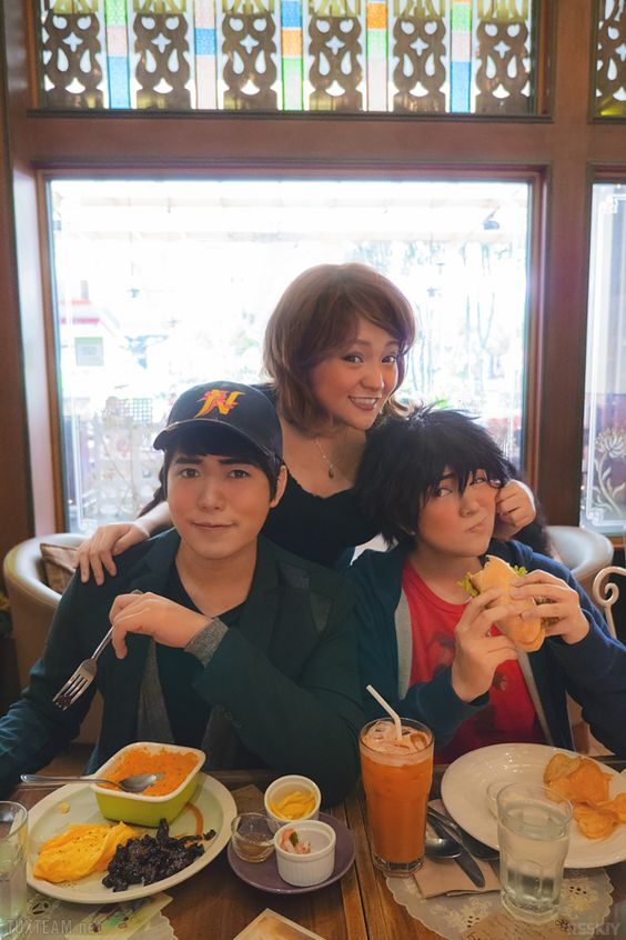 A slice of life from San Fransokyo's Lucky Cat Cafe Big Hero 6 cosplayHiro • Jin (me) / Tadashi • Miguel / Aunt Cass • Katphotos by Reskiy » Part of our Big Hero 6 photo series (●—●)