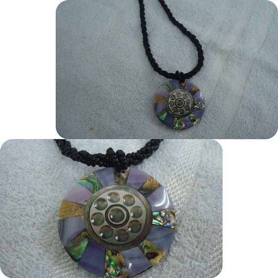 Colar Medalhão Redondo Madrepérola & Abalone www.munayartes.com