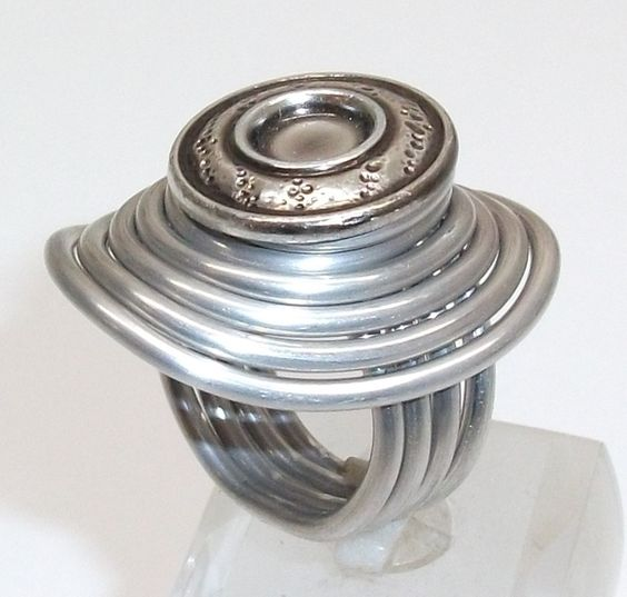 Aluminium Ring mit Kopfmuster Ring Gr17,8 mm AR112 von Atelier Regina auf DaWanda.com