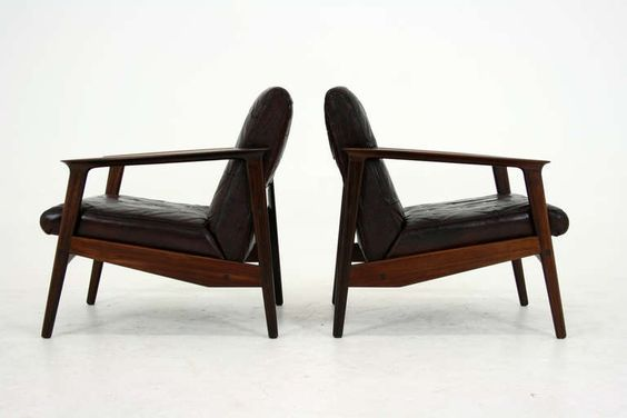 Stunning Danish Modern Pair of Rosewood Lounge Chairs 302-183 image 3