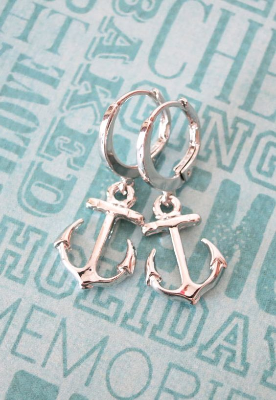 Simple Silver Anchor Earrings - Everyday pretty, Silver anchor jewelry, beach wedding party, best friends sister mother teacher gifts, www.glitzandlove.com