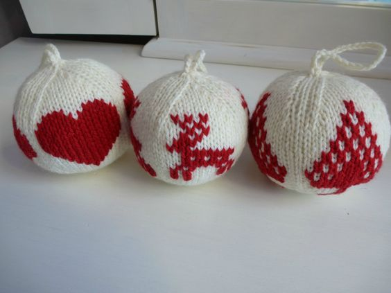tuto boules de no l au tricot christmas pinterest tricot et crochet. Black Bedroom Furniture Sets. Home Design Ideas