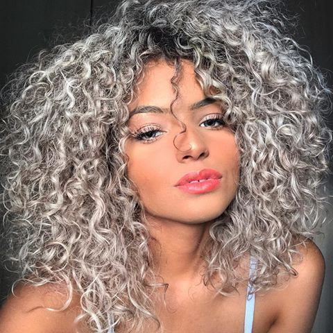 Ca Cabelo Hair Highlights Pixie Retocar In 2020 Curly Hair Styles Colored Curly Hair Curly Silver Hair
