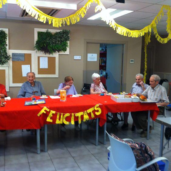 Celebración de cumpleaños en el centro geriátrico Vora Balís de Sant Vicenç de Montalt.