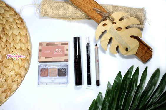L-R: Emina Pop Roque Eyeshadow shade Brick, Mizzu Cosmetic lengthening Mascara, Mizzu Black Gel Liner, Emina Brow Pencil in brown shade