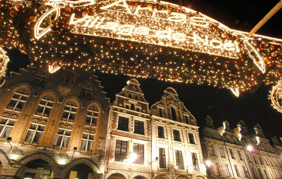 Le Marché de Noël d'Arras. At the foot of the belfry, La Grand 'Place and the Heroes' Square Arras welcome the magic of Christmas from November 27 to December 30, 2015. The rink, the big wheel, the carousel and the Christmas market set in a pine forest plunges the city in a cozy atmosphere as festive as it filled his basket of decorative objects, crafts, local produce or gourmet specialties.