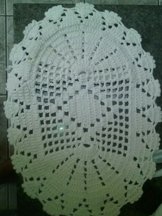 Tapete oval croche com barbante