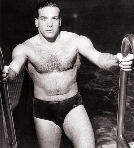 Schauspieler der Olympischen Spiele: Dieser italienische Schwimmer hört auf den Namen Carlo Pedersoli und belegte bei den Spielen in Helsinki 1952 den fünften Rang über die 100 Meter Freistil. Besser bekannt ist er unter dem Namen Bud Spencer. Die DDR nahm an den Spielen nicht teil, ebenso wie die Republik China (Taiwan).