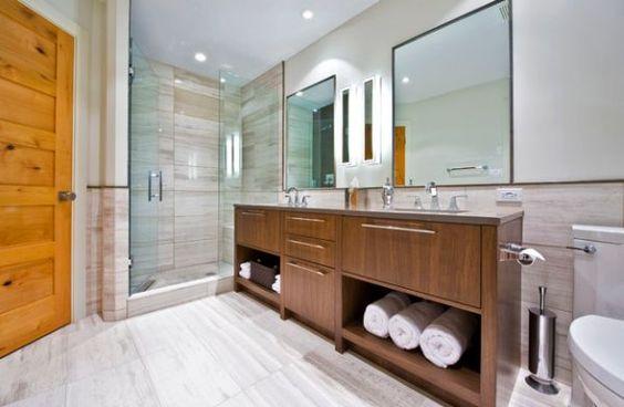 Originelle Einrichtungsideen im Bad – wie Sie Ihre Badetücher mit Stil aufbewahren - originelle einrichtungsideen im bad wand und bodenfliesen in holzoptik