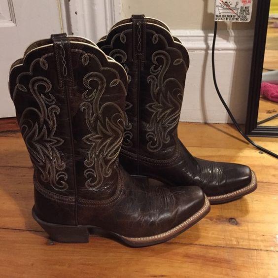 BRAND NEW ARIAT COWBOY BOOTS Dark brown size 7 ARIAT cowboy boots Ariat Shoes