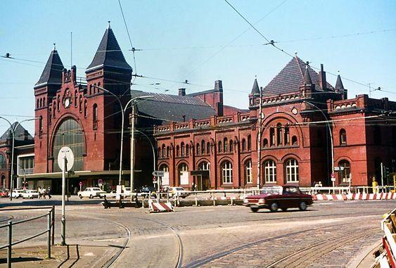 Der Bahnhof Altona, HamburgKurz vor dem Ab, riss