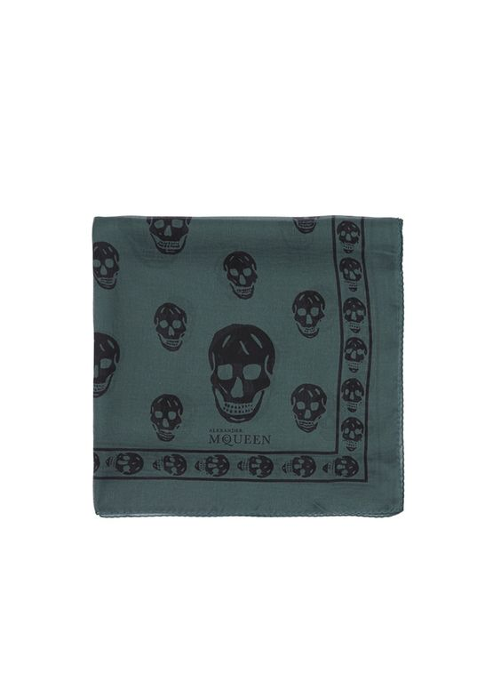 The Alexander McQueen iconic skull motif takes on a fascinating artistic reincarnation in this lightweight silk chiffon scarf. This match-with-all accessory will uphold a chic repertoire on both breezy and blazing days.