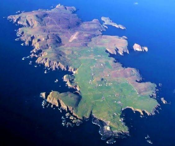Fair Isle / Friðarey / Fara - Bird Observatory © David Gifford ...