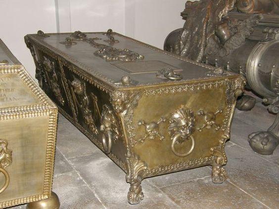 http://saintdenis-tombeaux.forumculture.net/t163-la-crypte-des-capucins-a-vienne-tombeau-des-empereurs-d-autriche-et-des-membres-de-la-familles-de-habsbourg