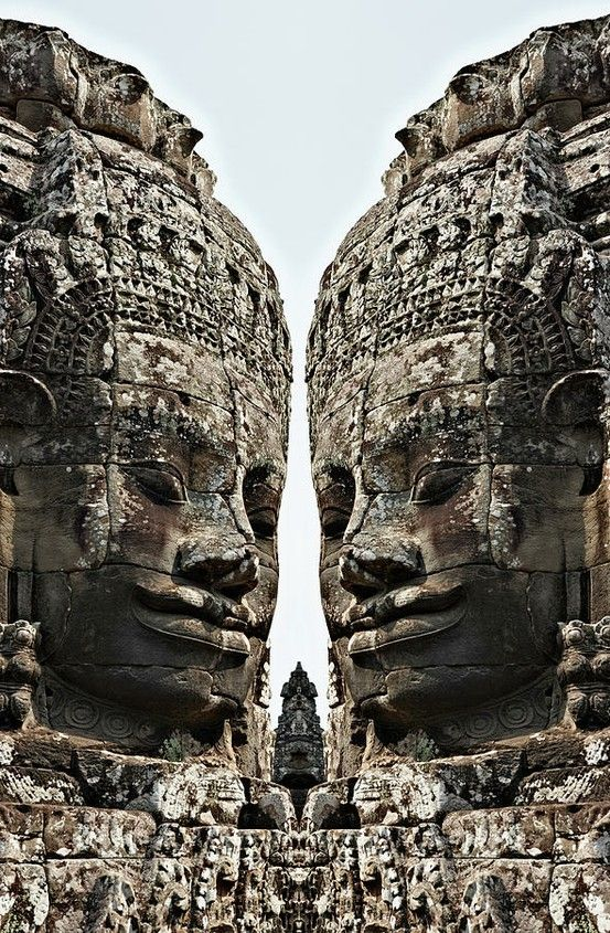 Quand les dieux dialoguent... / Giant gods' faces. / Bayon Temple. / Angkor Wat. / Cambodge. / Cambodia.