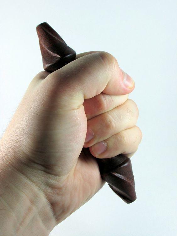 """Мастерская """"ZanoZa"""" - с 2009 года изготавливает одни из лучших явар и куботанов из прочных экзотических пород дерева. Более подробно об оружии кастетного типа, как его использовать, как самому изготовить явару, или куботан, а также как его применять в бою, вы можете прочитать в моём блоге - www.yawara-kubotan.blogspot.com"""