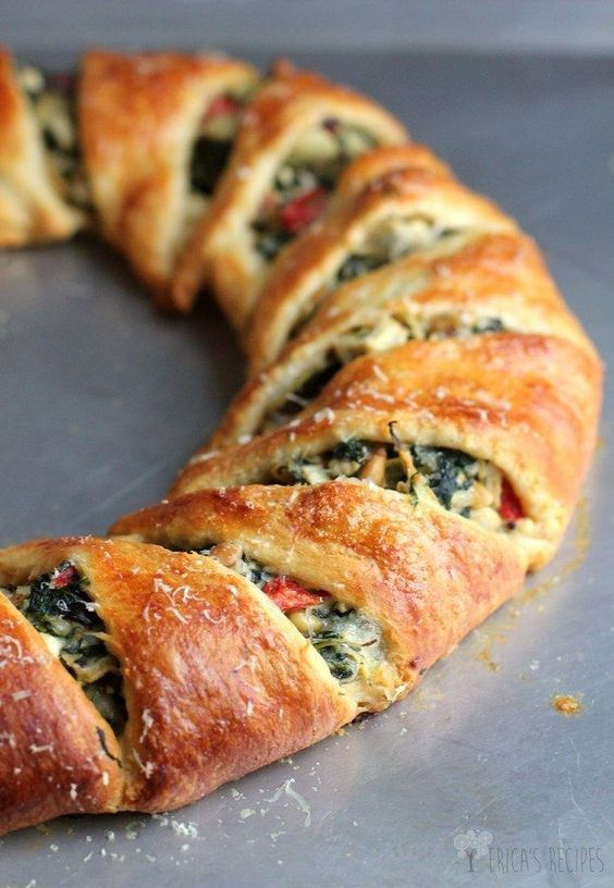 Mediterranean Crescent Ring | 29 Things Vegetarians Can Make For Dinner That Aren't Pasta #vegetarian #recipes