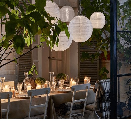 De día el sol inunda tu terraza, de noche la iluminación decorativa es la que desprende luz.