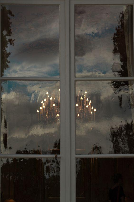 reflets sur une fenêtre de l'Hôtel Matignon