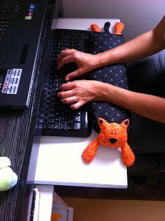 Casa do Retalho: Apoio para teclado e notebook!!! Novidade, apoio de braço para teclado de computador! É muito importante para descanso dos braços enquanto estiver digitando!!!!: