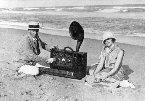 Edwin H. Armstrong portable superheterodyne receiver, the world's first portable radio.