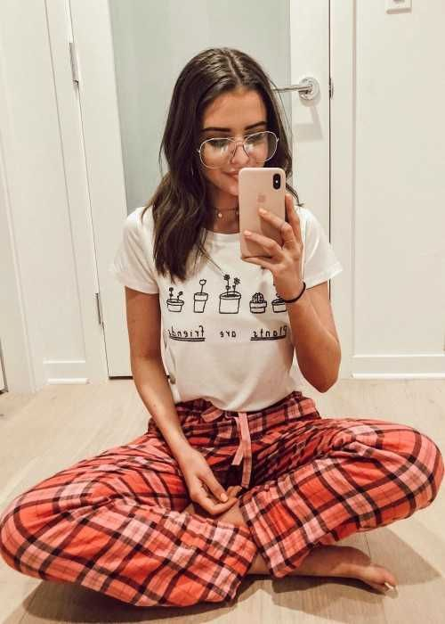 vlogger and singer, Jess Conte in a selfie in January 2018...