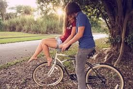 No mesmo lugar onde tudo começou, a história pode terminar. Vai depender de como você se supera, aprende, deseja, vai e volta...Porque no fundo a vida é assim, ela sobe e desce, aperta e relaxa e o coração ressente quaisquer de seus movimentos...E sofre, alegra-se e desenha a felicidade de maneira linda. Só depende de você, acredite!  Por Beth Valentim   figura reproduzida