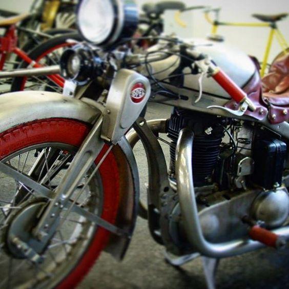 #opelmotorclub #opelbike #opelmotorrad #opel500 #opelmotorbike #redweels #prewarbicycle #bikeart #prewarbobber #earlybobber #coffeeracer #dirtbike