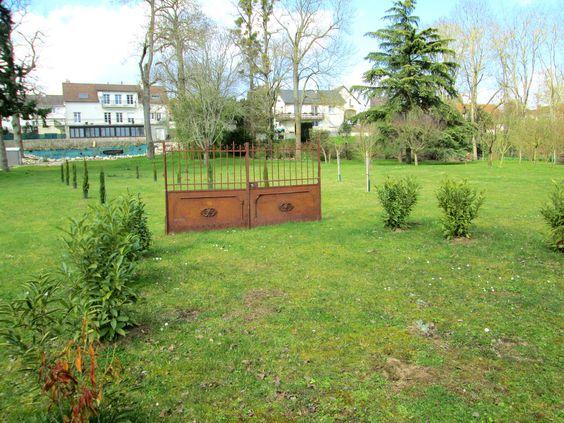 portail - portail dans jardin à saint AY