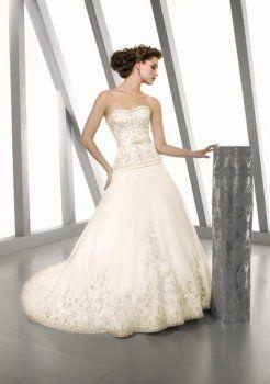 Ocasionales brillante una línea de vestidos de novia strapless