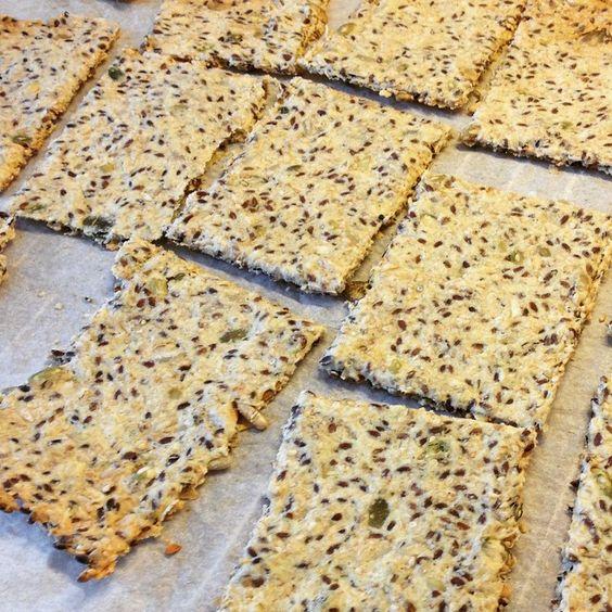 Knækbrød til madpakken - opskrift på www.facebook.com/fasterfunny #funnyfaster #knækbrød #madpakke #opskrift #diy #lunchbox #nemopskrift #hvadskalvilave #healthyfood #nofilter #bread #easyfood #organic #relax #instafood