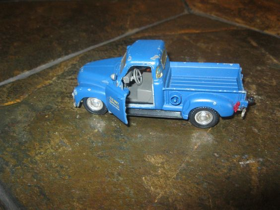 Road Champs 1:43 Chevrolet C3100 Old Navy Pick-up Truck