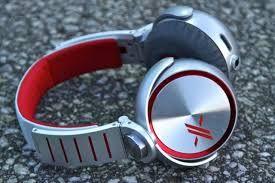 best headphones for bass lovers .To get more information visit   http://headphones100.com/best-bass-headphones/ .