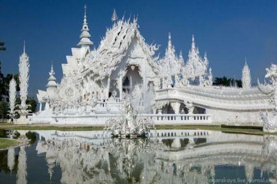 Wat Rong Khun il tempio bianco vicino a Chiang Rai
