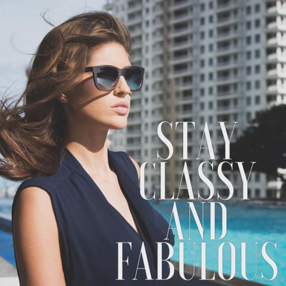 Obtain a classy 💄💋 and fabulous look with Gold & Wood frames 🏻👓. #FabulousFriday #FashionFriday #sunglasses 😎