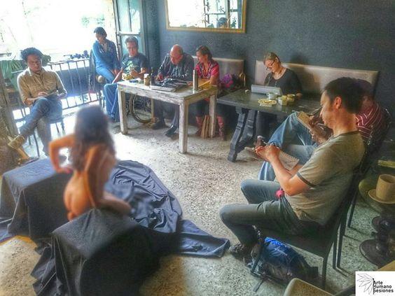 Concluimos la sesión de esta tarde de #juevesdedibujo en #NakedLunch122! Gracias por acompañarnos  #buenostrazos #dibujandoando