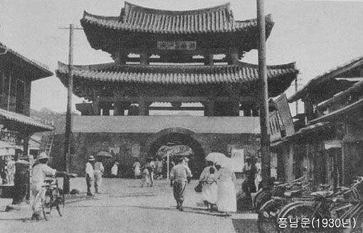 Pungnapmun, Jeonju(1930s) / 전주 풍납문(1930년대)