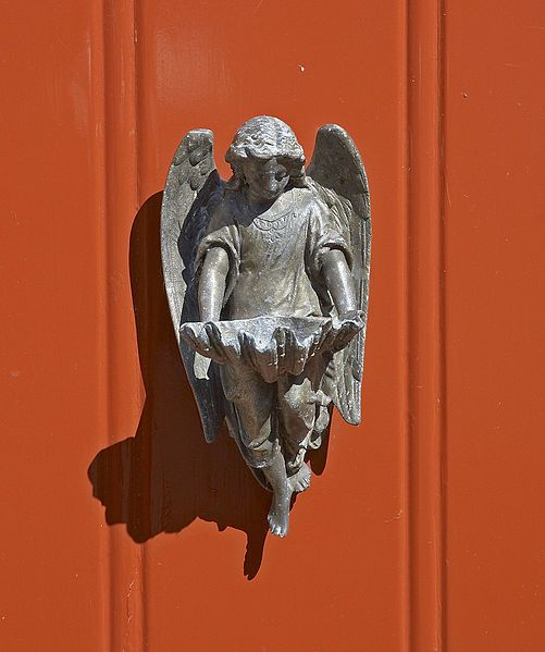 Door knocker on door in Blokhuissteeg, Harderwijk, Netherlands