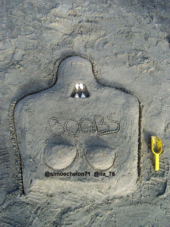 BOOBS on the beach (by @simoechelon71 and @Ila_76 )