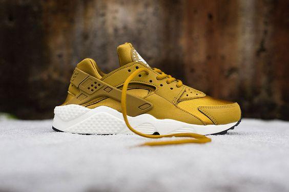 "Nike Air Huarache Run ""Bronzine"", golden sneakers, fashion, style, sportswear, sport chic, cute shoes"